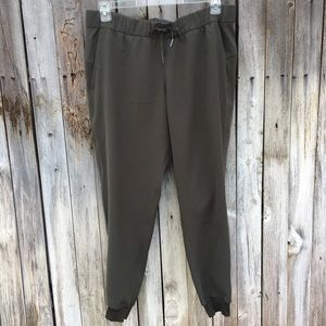 """Lululemon On The Fly Jogger 28"""" Woven Olive 12"""
